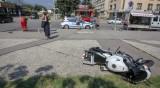 Моторист с опасност за живота след катастрофа в София