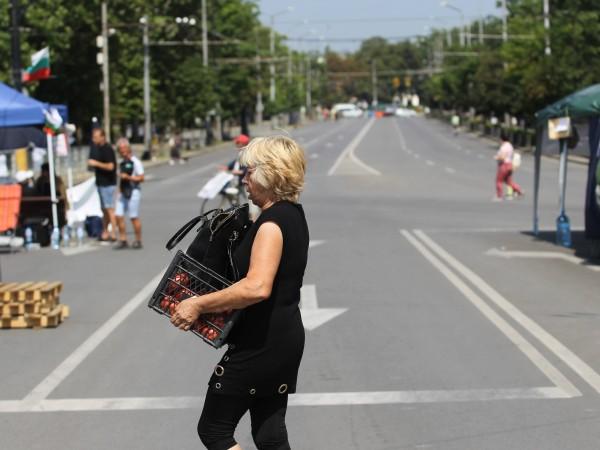 За пореден ден центърът на София е парализиран. Столичани трудно