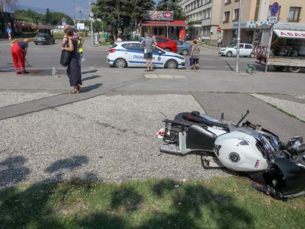 Мотористът, който пострада в София след катастрофа с автобус на
