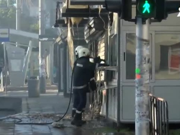 Пожар в центъра на Бургас. Изгоряха 2 павилиона до автобусна