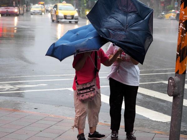 Мощен тайфун вилнее из източното крайбрежие на Китай, в това