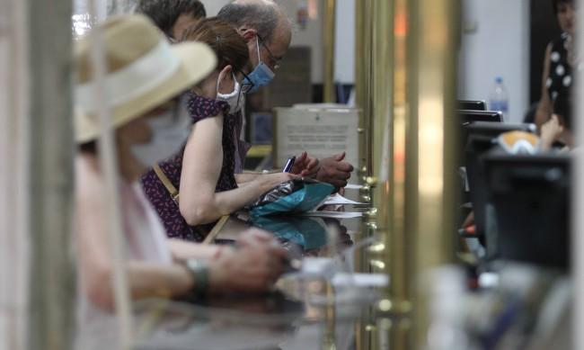 Отварят паспортните служби в София още в 7:30 ч.