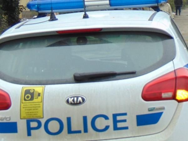 Двама маскирани братя вързали и обрали 82-годишна жена в радомирското