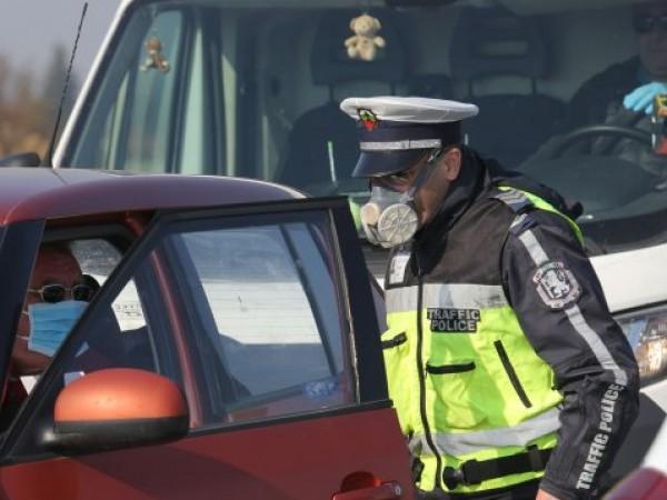 Служител на Община Варна и още двама мъже са задържани