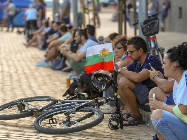 За 27-ми ден протестиращите се събраха в центъра на София.