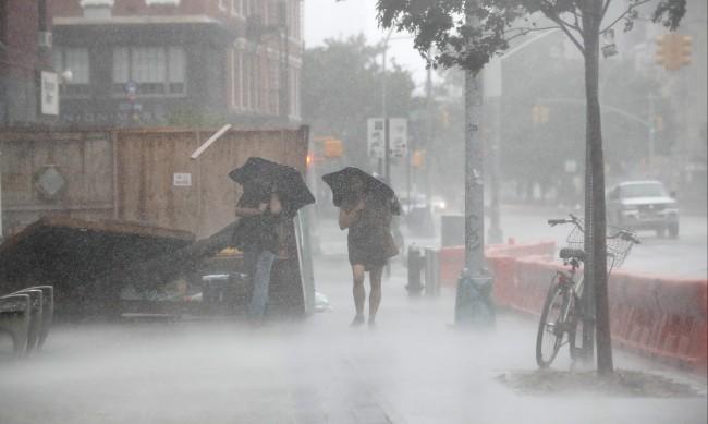 Четири жертви на тропическа буря в САЩ, 3 млн. души са без ток