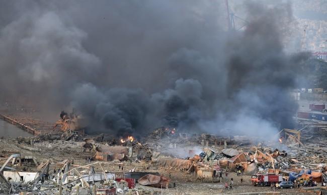 Ужасът в Бейрут: Версии за причината за чудовищната експлозия
