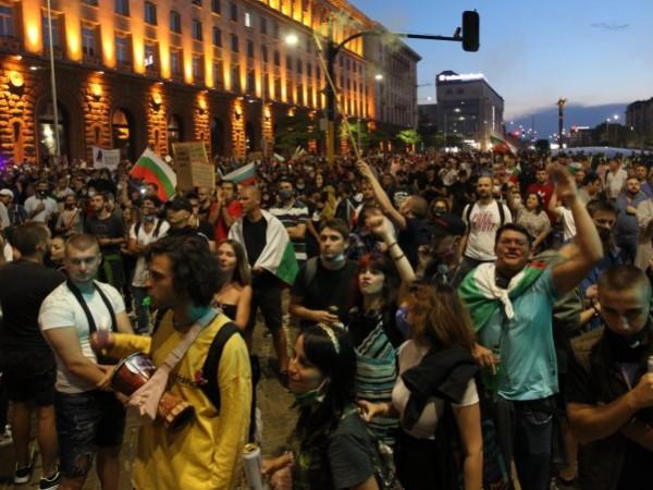 Какви са паралелите между протестите през 90-те години и сегашните?