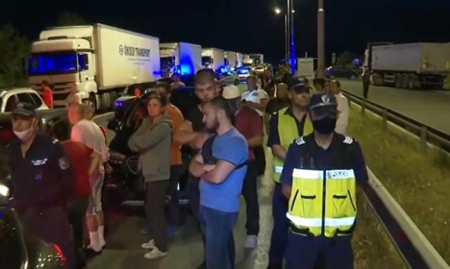 """Протестиращите на АМ """"Марица"""" заплашвали полицаите: Ще се върнем!"""