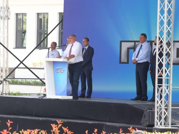 Премиерът Бойко Борисов призна, че ще предложи вариант да си