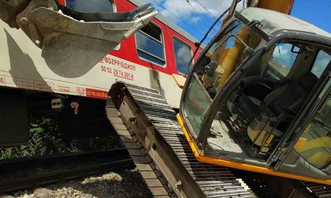 Багер предизвика инцидент с бърз влак Варна-София, няма пострадали