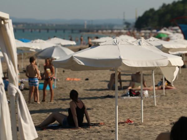 За неспазване на противоепидемичните мерки в заведенията и по плажовете