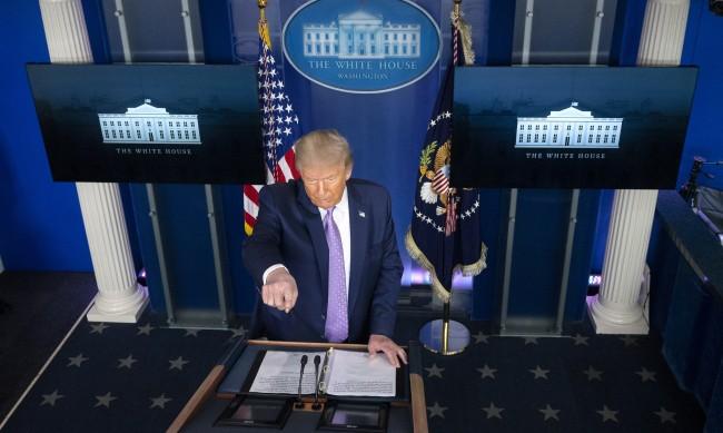 Facebook за пръв път изтри пост на Тръмп
