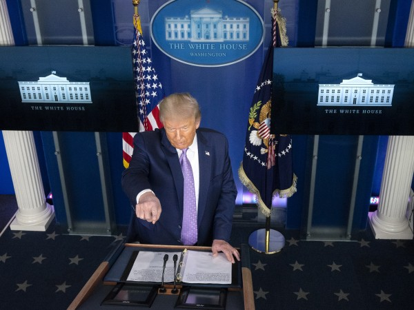 Facebook за първи път изтри пост на президента на САЩ