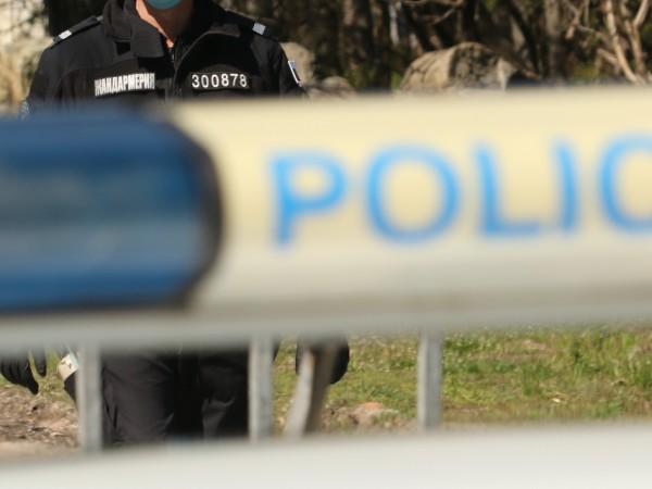 Трима мъже са задържани за въоръжен грабеж в село Лозенец