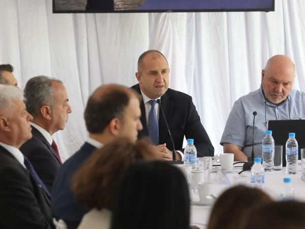 Общественото и човешко развитие на България е неблагоприятно и това