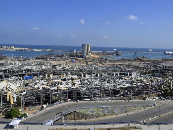 Най-малко 16 души от персонала на пристанището в Бейрут, мястото