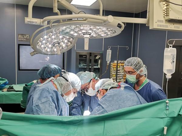 Успешна сърдечна трансплантация беше извършена от екип на университетската болница