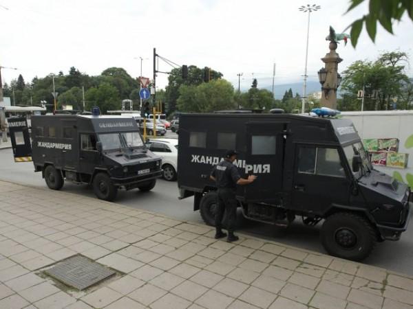 Акцията на силите на реда срещу палатките на протестиращите на