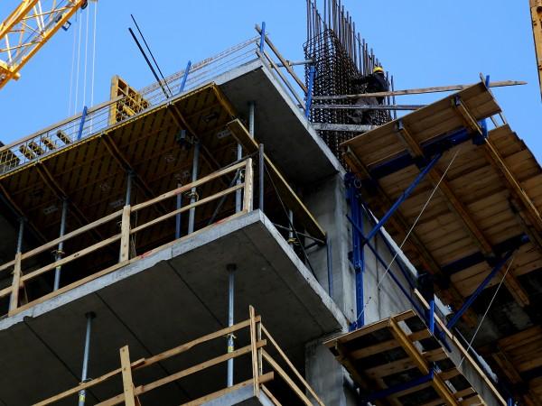 Броят на въведените в експлоатация жилищни сгради през второто тримесечие