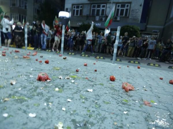 Подкрепяме правото на протести, но не с цената на вандалски