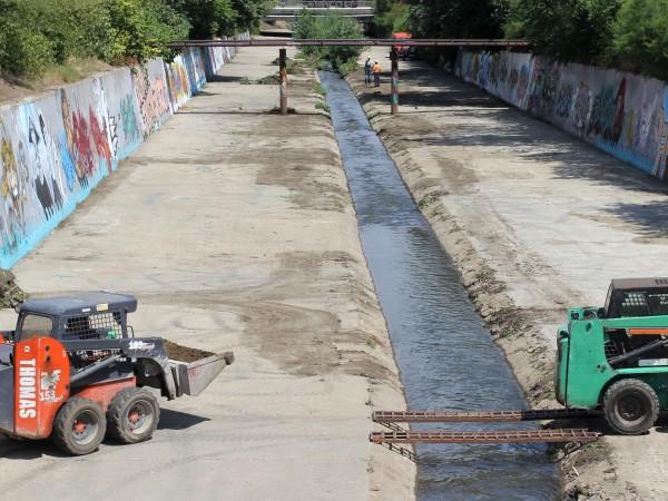 Завърши почистването на на половин километър от коритото река Драгалевска