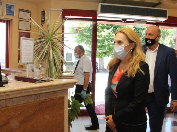 Вицепремиерът и министър на туризма Марияна Николова провери изненадващо хотел