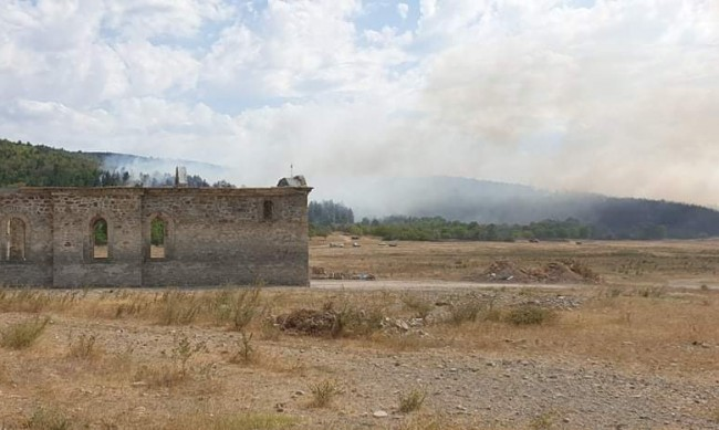 "Локализиран е пожарът край язовир ""Жребчево"""