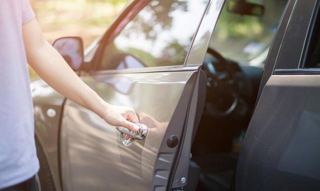 Как бързо да охладим нагрята от слънцето кола?