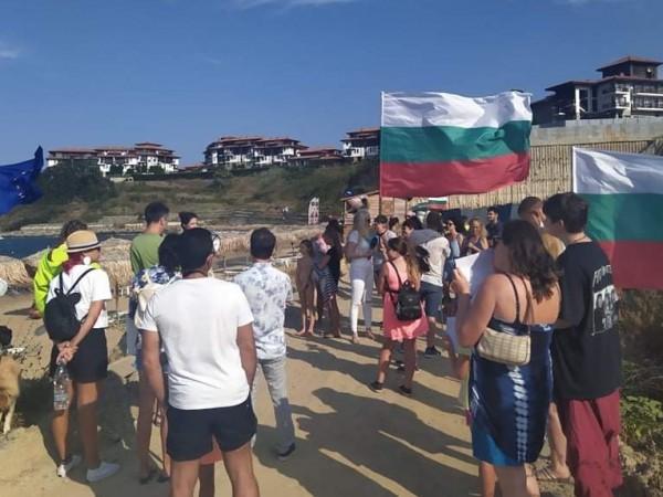 """Природозащитници организираха плажуване пред подпорната стена на строежа """"Алепу"""". Обектът"""