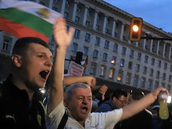 Вече 31 дни продължават протестите срещу правителството в центъра на