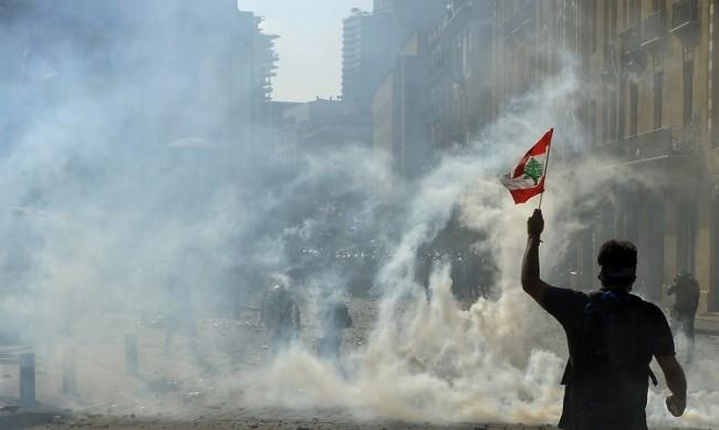 Близо 100 души са ранени на протестите в Ливан
