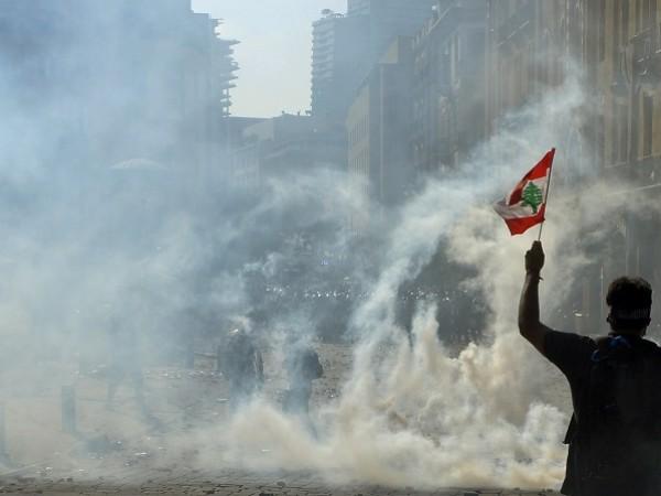Хиляди хора се събраха днес следобед в центъра на Бейрут