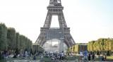 Задължителни маски на открито в Сен Тропе и части от Париж