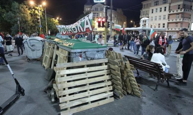 Политолог за протестите: Изходът от ситуацията е да има редовни избори