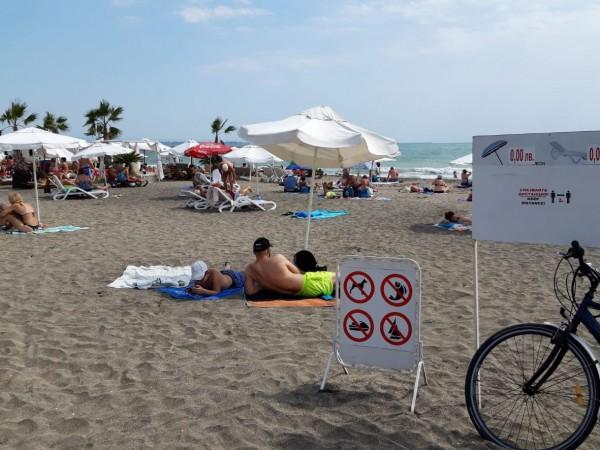 Пясъчната ивица на морски плаж Бургас-север е чиста, няма струпване