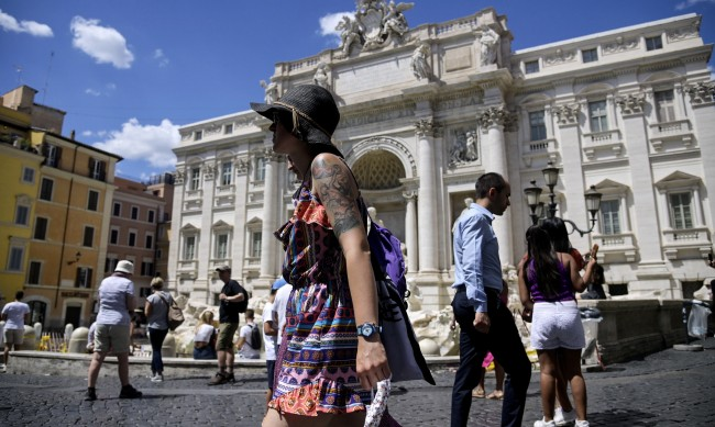 Италия запазва до 7 септември карантината за идващите от България