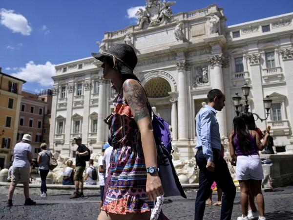 Италия запазва карантината за всички, които пристигат от България, до