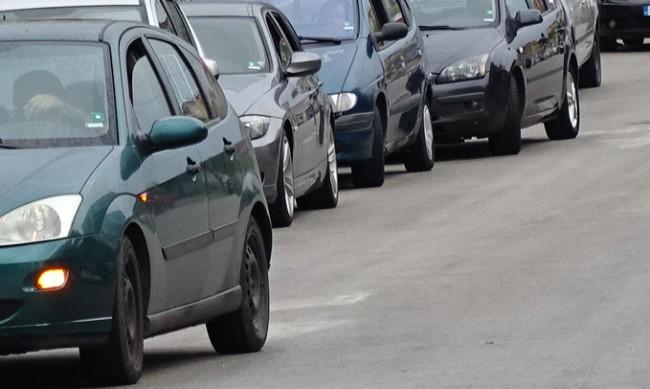 """Протестно автошествие пътува към """"Калотина"""", движи се с 20 км/ч"""