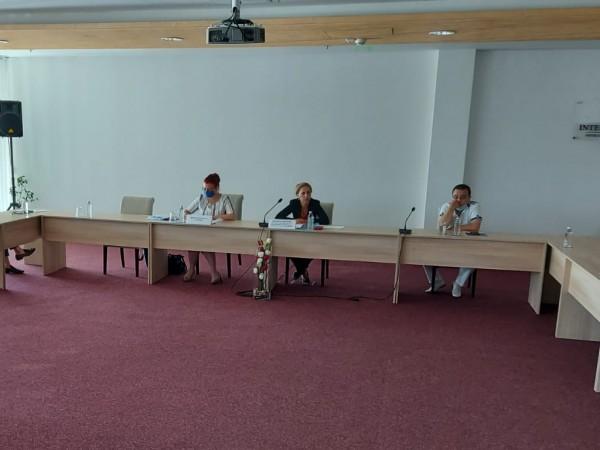 Вицепремиерът и министър на туризма Марияна Николова проведе спешна среща
