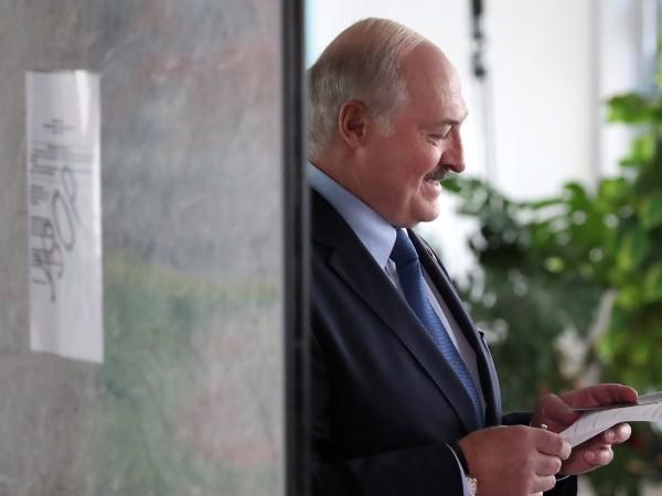 Беларуският президент Александър Лукашенко увери днес, че няма да губи