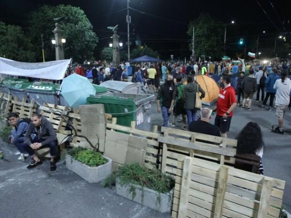 За 32-ри ден в центъра на София се провежда антиправителствен