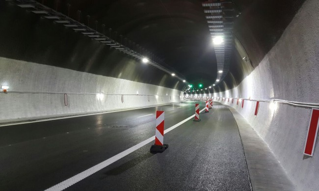 "Аварирал автобус спря движението в тунел ""Витиня"" на ""Хемус"""