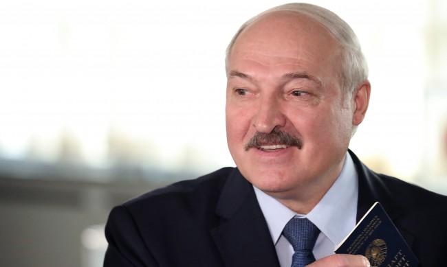 Лукашенко води убедително в битката за президент на Беларус