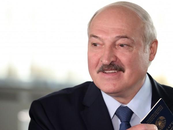 Действащият президент на Беларус Александър Лукашенко побеждава на състоялите се