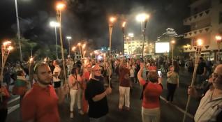 Протестиращите запалиха факли и блокираха