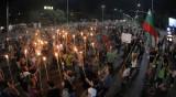 """В кадър: Палатки, факелно шествие и блокирано """"Цариградско шосе"""""""
