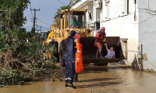 Седем души са загинали след бури на гръцкия остров Евбея