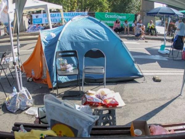 """Протестиращите пред Ректората на Софийския университет """"Св. Климент Охридски"""" ще"""
