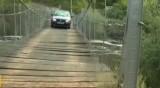 С риск за живота хора минават по изгнил мост, за да стигнат до имотите си